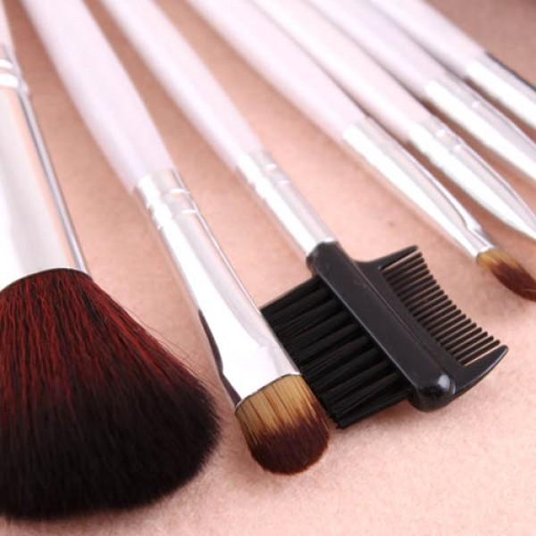 kit 7 pinceaux maquillage professionnel visage yeux avec trousse pois makeup. Black Bedroom Furniture Sets. Home Design Ideas